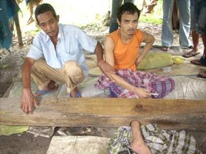 Les hommes constituent la majorité des cas de pasungan traités à l'hôpital psychiatrique de Banda Aceh en 2010, pour la plupart en raison de traumatismes liés au conflit ou au tsunami (Seputar Aceh).
