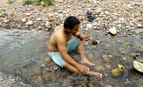 Hunting Batu Cincin di Krueng Meuh