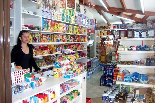 "Minimarket ""Rayapnya"" Warung dan Pasar Tradisional"