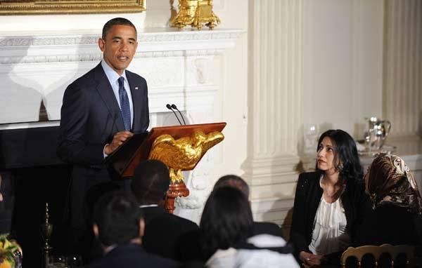 Gelar Buka Puasa Bersama, Obama Puji Staf Hillary Clinton