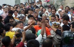 Jackie Chan saat berkunjung ke Aceh (Foto laureusarchive.com)