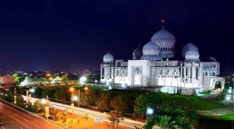 Masjid Islamic Center Lhokseumawe (Foto rianputra84.wordpress.com)