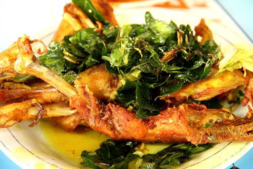 Nikmatnya Ayam Goreng 'Kaki Panjang' khas Blang Bintang