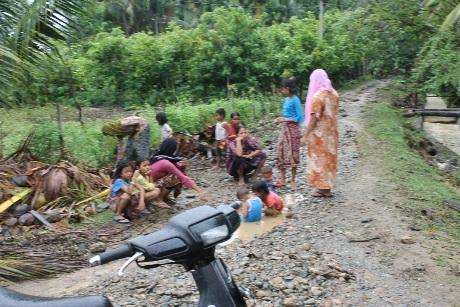 Dampak banjir di gampong Alue Sijuek Kecamatan Peudada (Foto Tarmizi Age)