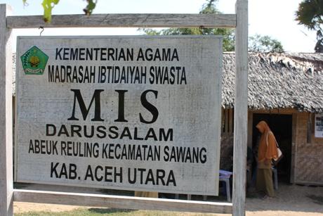 Pamflet sekolah MIS Darussalam Sawang (Foto Fachrul Fikri)