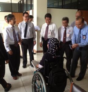 Cucu Saidah Pada Pertemuan dengan Direksi Garuda di LBH Jakarta (Dok Change.org)