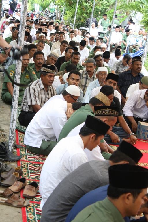 Seribuan warga Banda Aceh dan sekitarnya hadir dan melakukan doa bersama (Pozan Matang)