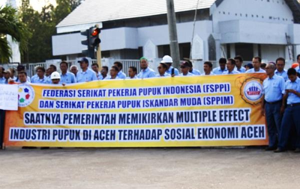 Demo Karyawan PT PIM Aceh Utara