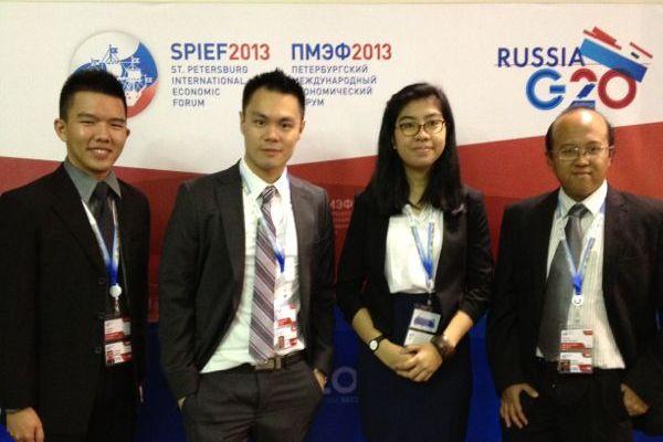 Delegasi Indonesia di G20 Youth Summit Berfoto di Venue Kegiatan (Ist)