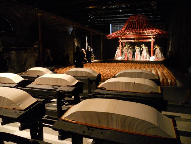 Koleksi seni rupa di stand Indonesia Pavilion di Venice Art Biennale 2013 (Foto Modernism.ro/Ana Rața)