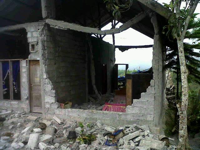 Rumah Hancur Akibat Gempa di Gayo