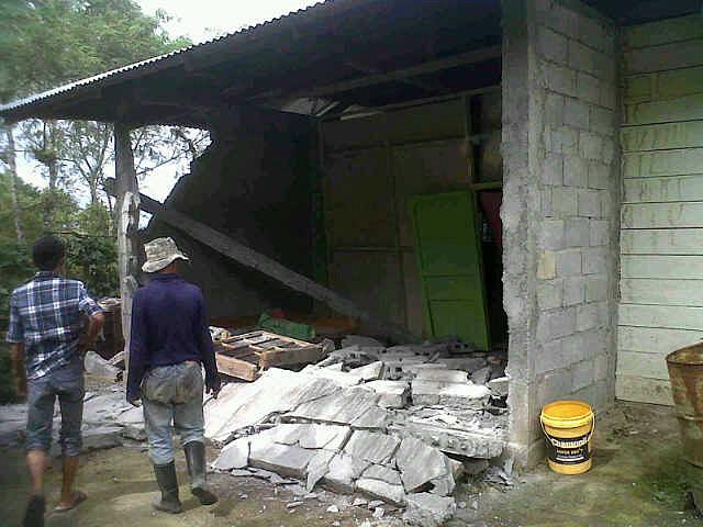 Rumah Hancur Akibat Gempa di Bener Meriah