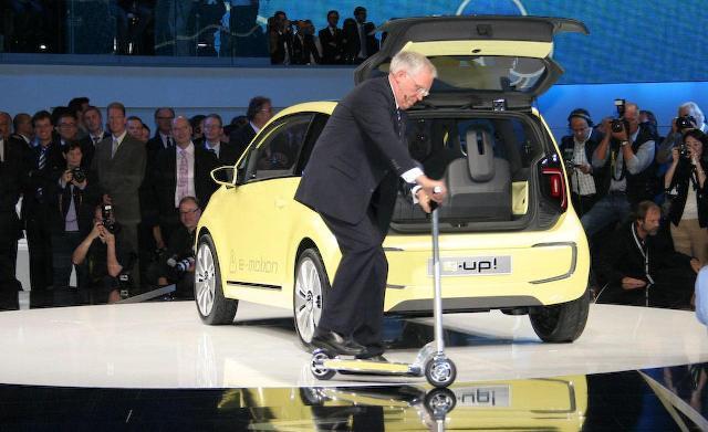 Volkswagen e-Up (caranddriver.com)