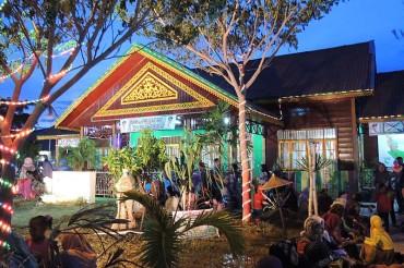 Foto Berkeliling ke Anjungan Pekan Kebudayaan Aceh