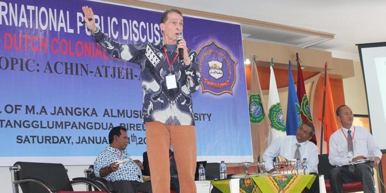 Diskusi publik RJ Nix di Universitas Almuslim Matangglumpangdua (Kompas.com)