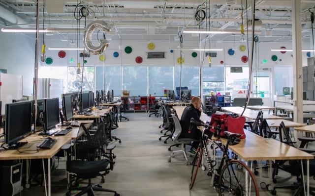 Laboratorium Google X workstations (core77.com)