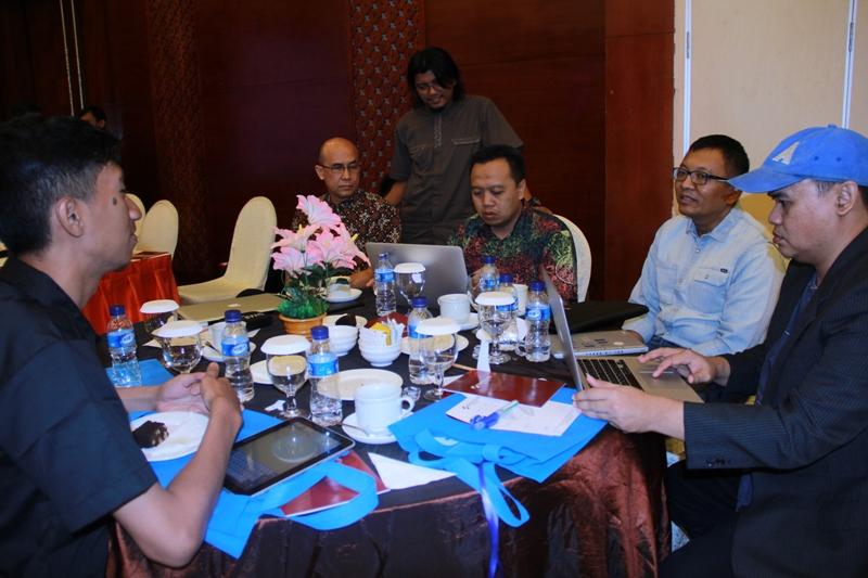 Sesi coffee break, pemateri juga berdikusi bersama peserta seminar Aceh City Branding 2014 (Foto M Iqbal/SeputarAceh.com)