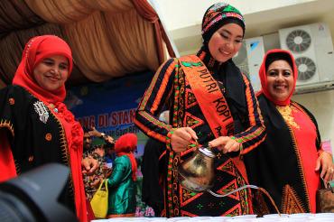Putri Kopi Aceh Hadiri Minum 1000 Gelas Kopi Sehat