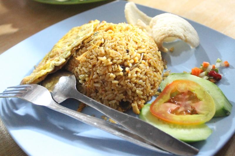 Nasi goreng Buk Lin level satu siap disantap (Foto Alfath Asmunda/SeputarAceh.com)