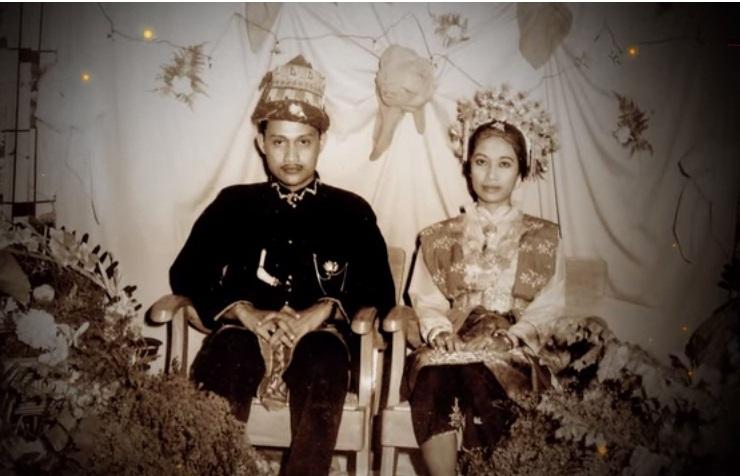 Azimar dan bersama suaminya dr. Muchtar Y Hasbi (Foto Repro)