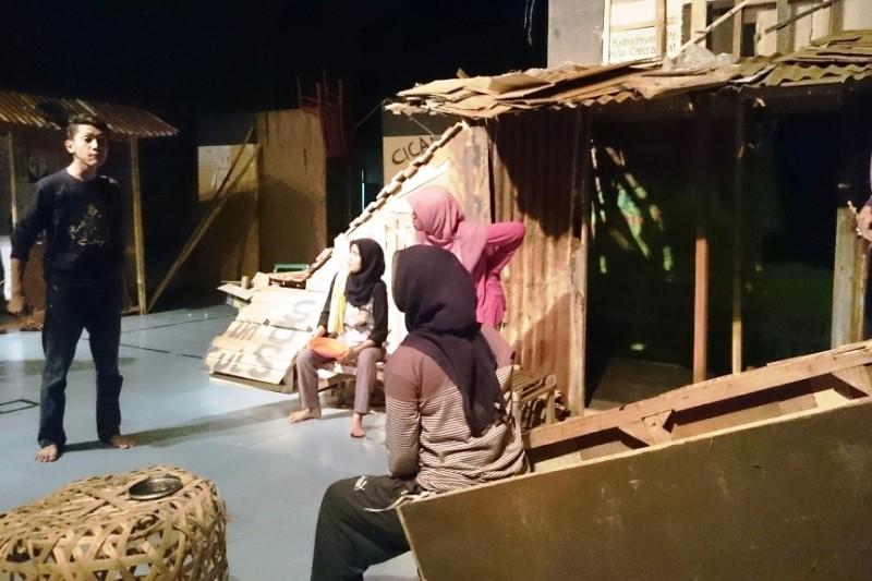 """Teater Nol Siapkan Siapkan Pentas """"Ling-Lung"""""""