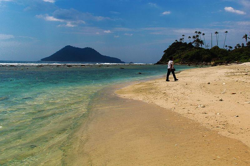 Keindahan Pulau Batee yang Tak Berpenghuni